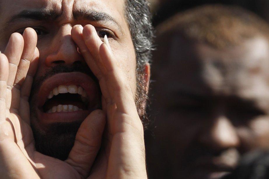 Désormais considérés comme des «terroristes», les centaines de... (Photo AMR ABDALLAH DALSH, REUTERS)