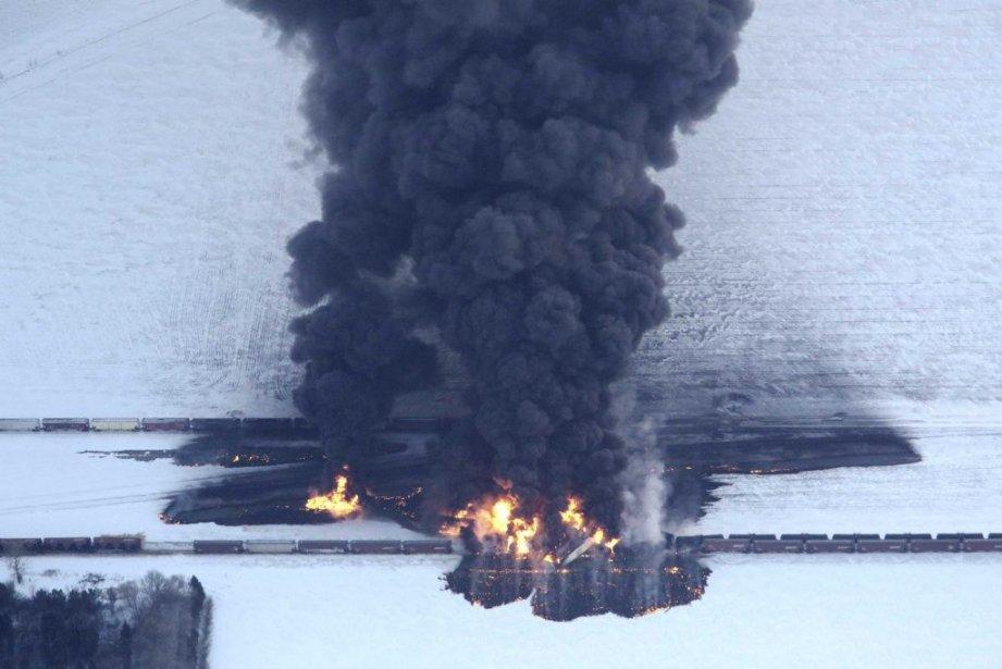 Vue générale de l'explosion du train, àCasselton, au... (Photo Michael Vosburg, Reuters)