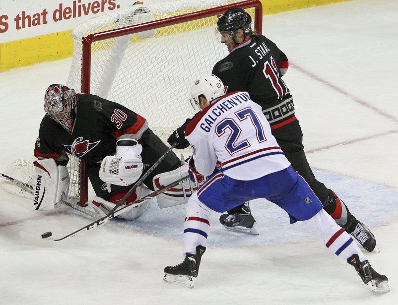 Alex Galchenyuk tente de compter un but en troisième période. (Photo Karl B DeBlaker, AP)