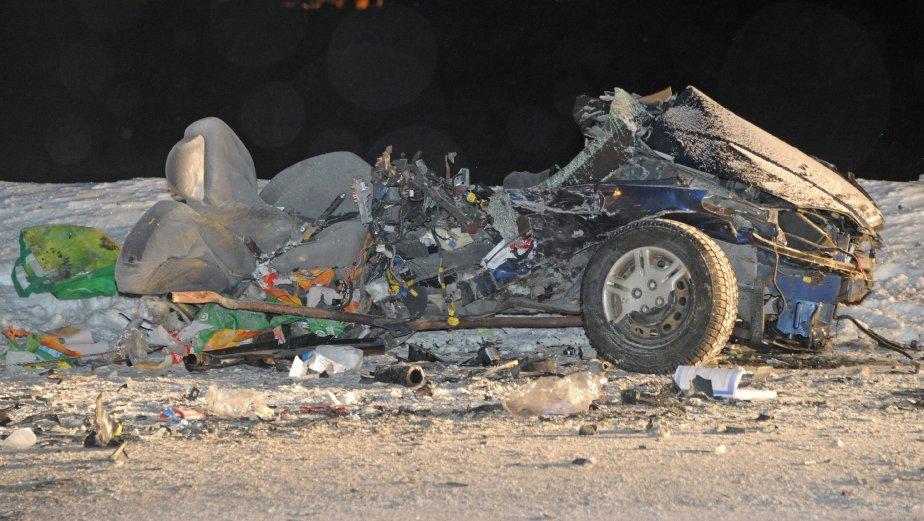 Deux morts dans une violente collision sur la 169 myriam gauthier justice et faits divers - Le truc de la femme coupee en deux ...