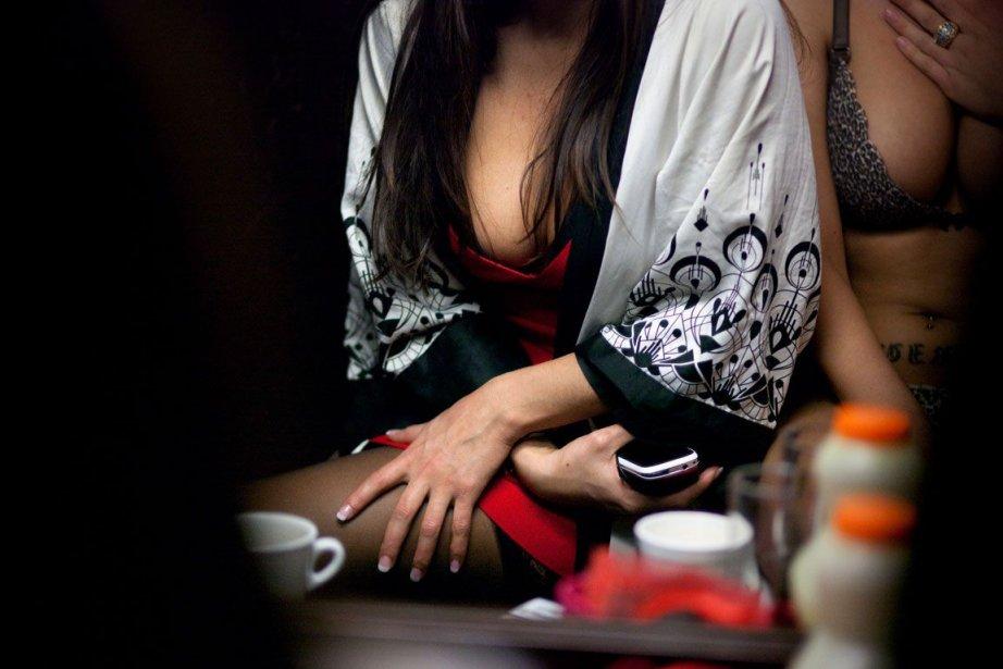 Plus de 330 travailleuses du sexe, parfois aussi... (MARTA RAMONEDA, The New York Times)