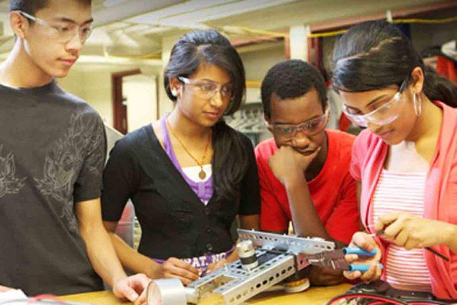 Les trois robots qui réaliseront la meilleure performance... (Photo issue du site robotiquefirstquebec.org)