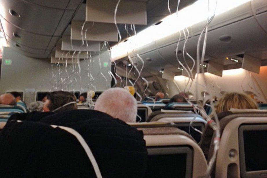 Les masques à oxygène se sont déclenchés et... (Photo AFP)