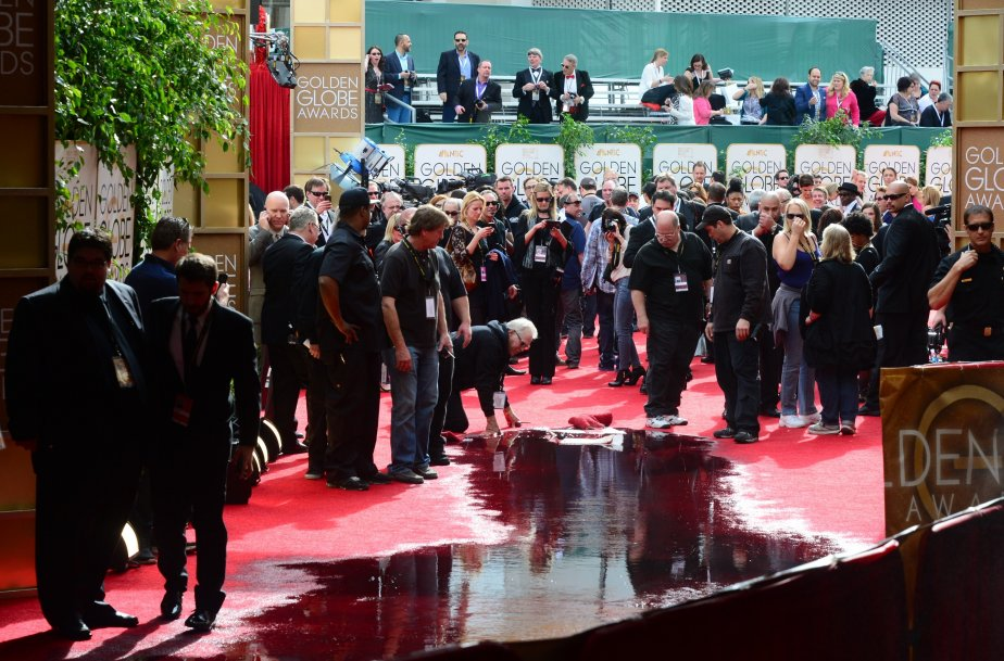 Un bris de canalisation a causé l'inondation du tapis rouge cet après-midi. Il a dû être nettoyé, selon certains médias américains. (Photo FREDERIC J. BROWN, AFP)