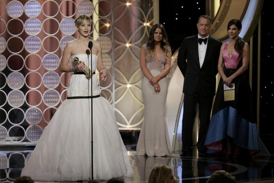 Jennifer Lawrence est montée sur scène pour récolter le premier trophée de la soirée, pour son rôle de soutien dans American Hustle. (Photo Reuters)