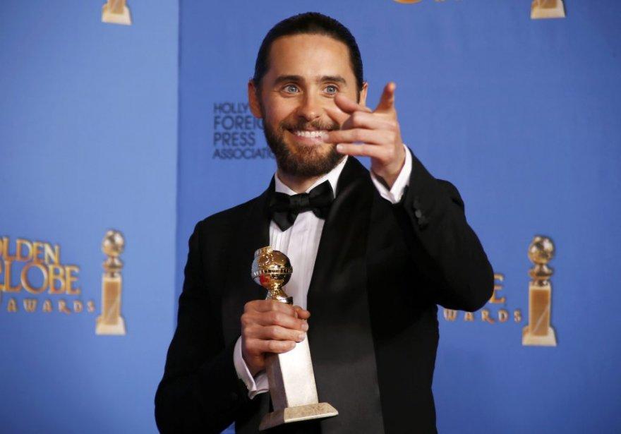 Jared Leto pose en coulisse après avoir remporté le Golden Globe du meilleur acteur de soutien pour The Dallas Buyers Club. (Reuters)