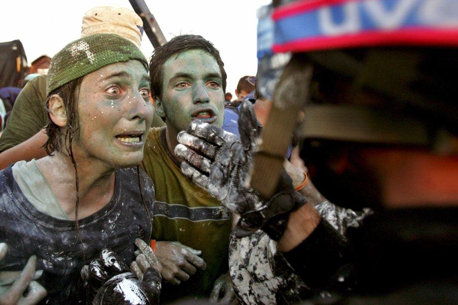En août 2005, des opposants au démantèlement de... (PHOTO NIR ELIAS, ARCHIVES REUTERS)