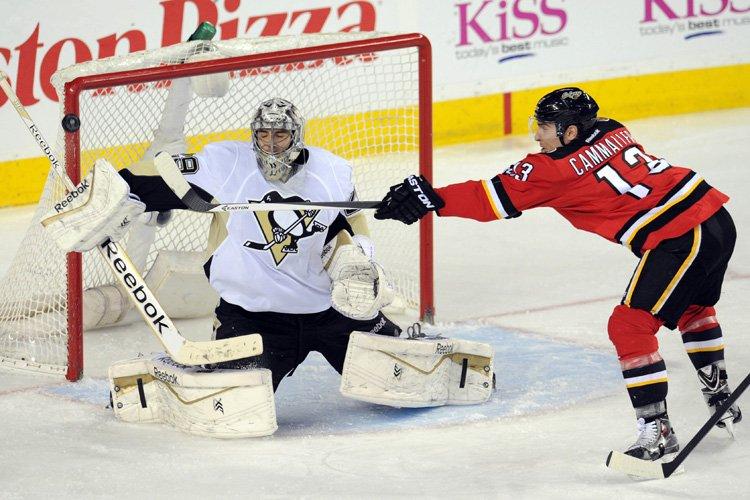 Michael Cammalleri s'est blessé samedi contre les Penguins.... (Photo: Reuters)