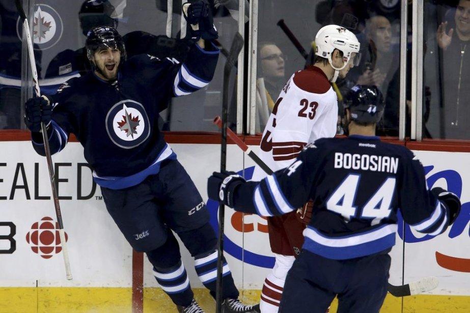 Les Jets de Winnipeg ont offert une première victoire à leur... (Photo: PC)