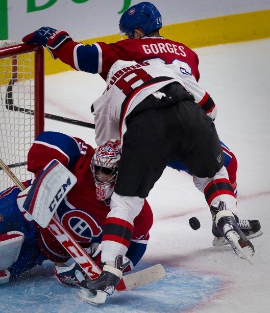Carey Price a été mis en mauvaise posture par Daninius Zubrus. (André Pichette, La Presse)