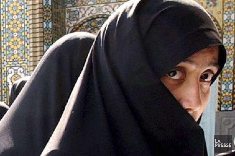 Le tchador est ce grand voile noir qui... (PHOTO ARCHIVES ASSOCIATED PRESS)