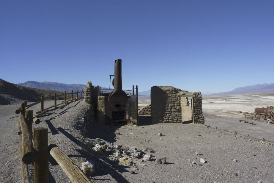 Des reliquats de l'exploitation du borax dans le désert. (Photo Pierre Gingras, La Presse)