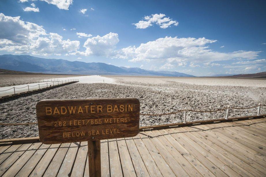 Au Badwater Basin, une croûte de sel s'étend sur des kilomètres. (Photo Digital Vision/Thinkstock)