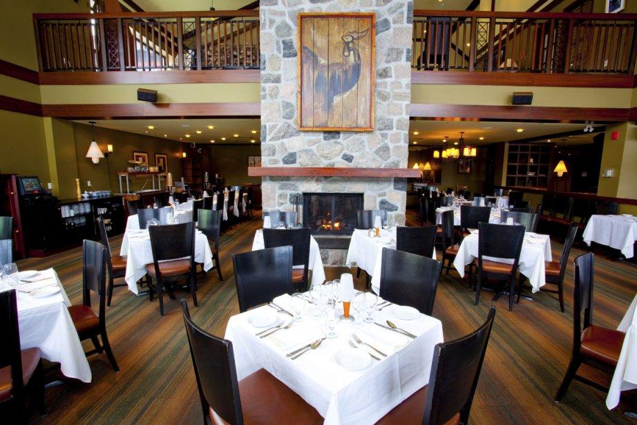 Le soir venu, le souper est servi dans l'élégante salle à manger du bistro-bar Le Quatre-Temps . (Photo fournie par la SEPAQ)