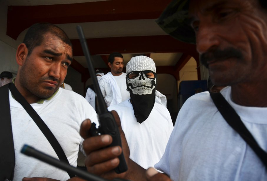 Des membres de la police communautaire réunis dans la ville de Nueva Italia ()
