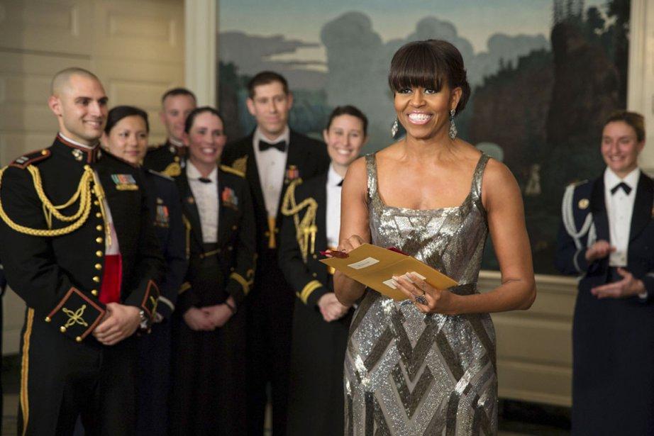 Et l'Oscar va à... Argo!», lance Michelle Obama, annonçant le lauréat du meilleur film à la fin d'une cérémonie parfois indigeste, le 24 février 2013. Cette première participation d'une First Lady à la soirée des Oscars, en direct de la Maison-Blanche, constitue une surprise, mais elle tombe en même sous le sens. Les plus grosses pointures de Hollywood ont donné des dizaines de millions de dollars à la campagne de réélection du candidat démocrate. (PHOTO AFP)