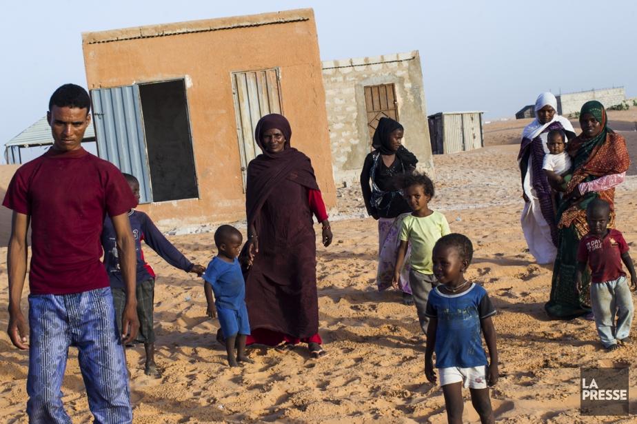 Chada Mint M'Beyrick (quatrième à partir de la... (Photo Édouard Plante-Fréchette, La Presse)