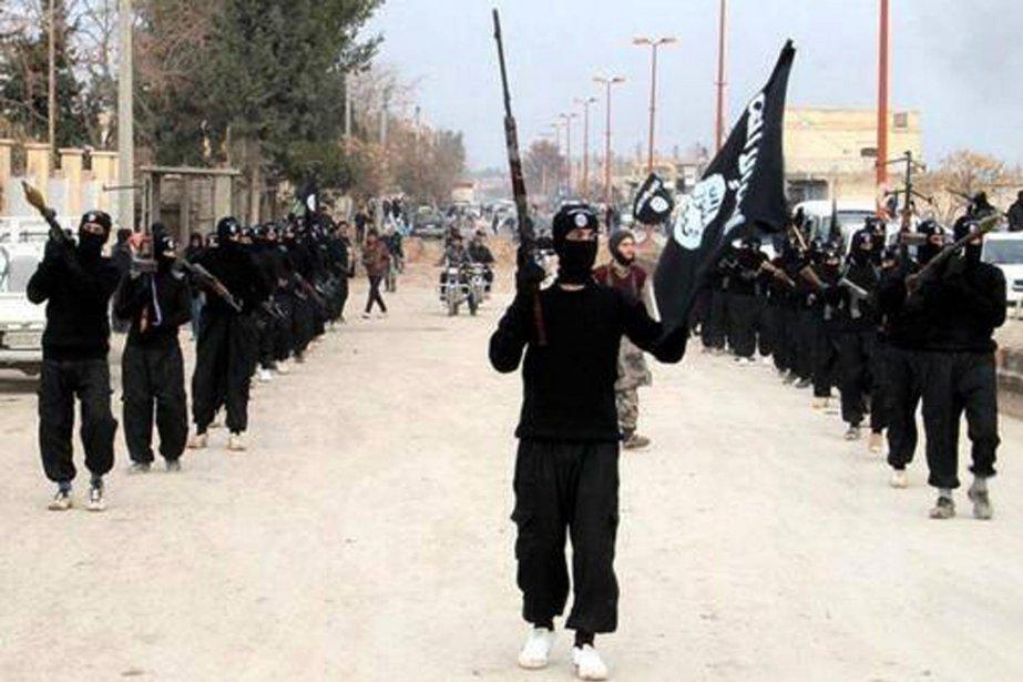 Des militants de l'État islamique en Irak et... (Photo AP)