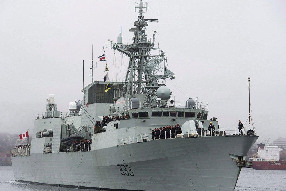 Le NCSM Toronto patrouille la région dans le... (Photo Andrew Vaughan, Archives PC)