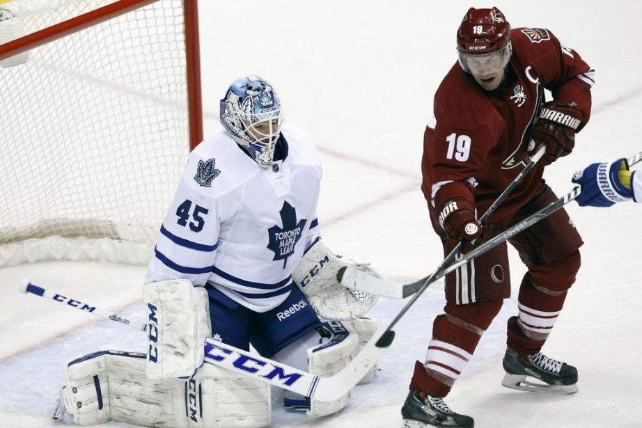Jonathan Bernier a bloqué 39 tirs et les Maple Leafs de Toronto... (Photo: AP)