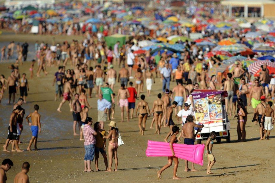 L'Espagne est, entre autres,prisé pour ses plages.... (Photo CRISTINA QUICLER, AFP)