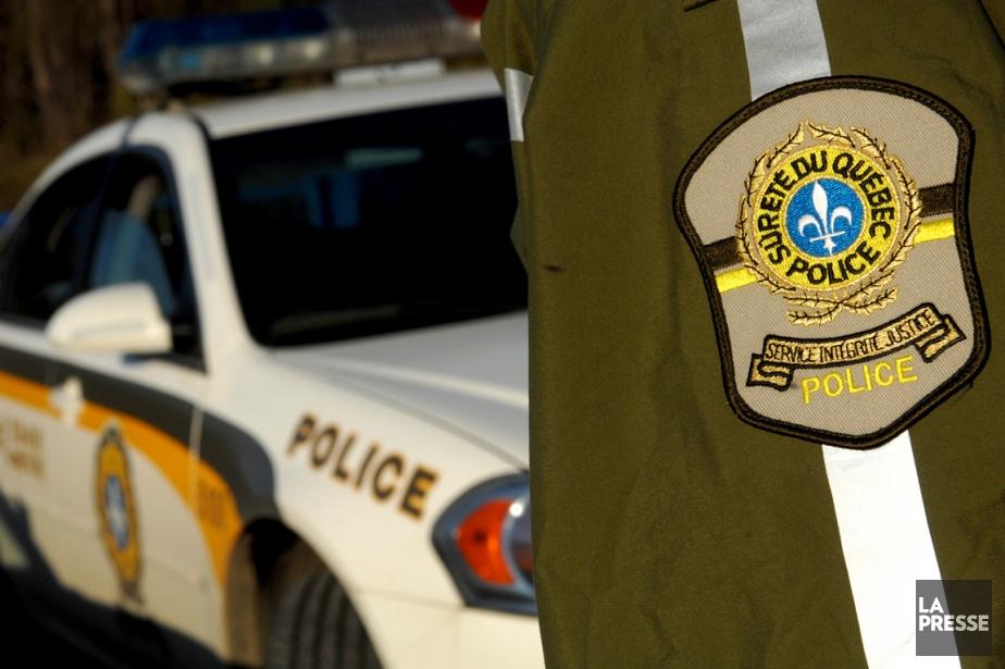 Des agents de la Sûreté du Québec enquêtent sur la... (Photo archives La Presse)