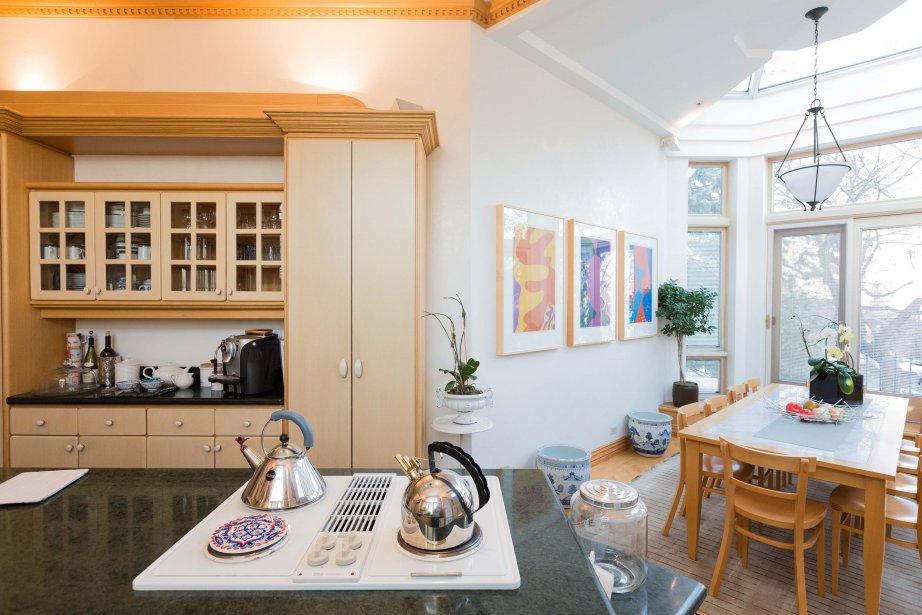 On voit dans la cuisine des murs enduits de stuc vénitien, une rareté sous nos latitudes, néanmoins une splendeur... dont on peut se lasser. (PHOTO EDOUARD PLANTE-FRÉCHETTE, LA PRESSE)