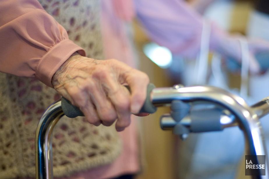 Le vieillissement de la population entraînera une pression... (Photo André Tremblay, archives La Presse)