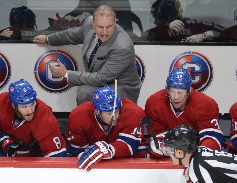 L'entraîneur du Canadien Michel Therrien parle de son banc à l'arbitre Jean Hébert. (Photo Bernard Brault, La Presse)