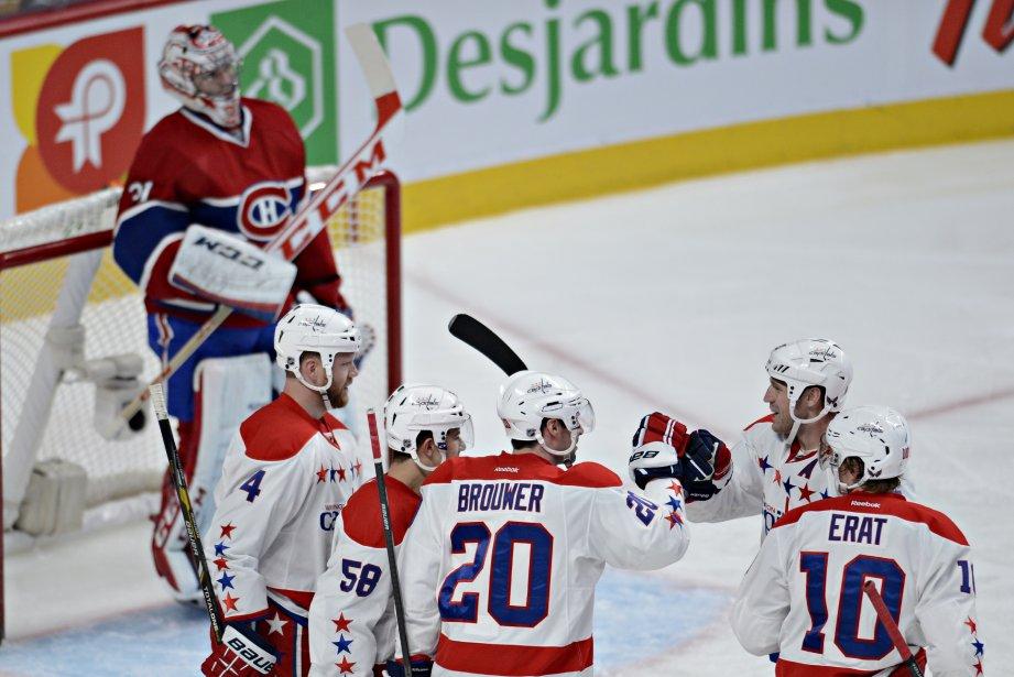 Les joueurs des Capitals célèbrent un but compté en deuxième période. (Photo Bernard Brault, La Presse)