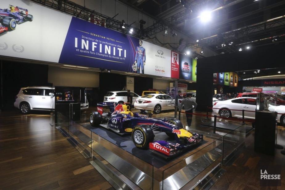 Les visiteurs au Salon de l'auto de Montréal... (Photo Martin Chamberland, La Presse)