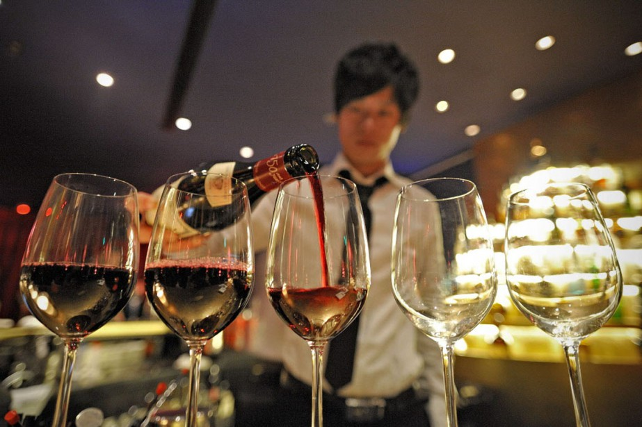 Devenue le premier pays consommateur de vin rouge... (PHOTO PHILIPPE LOPEZ, ARCHIVES AFP)