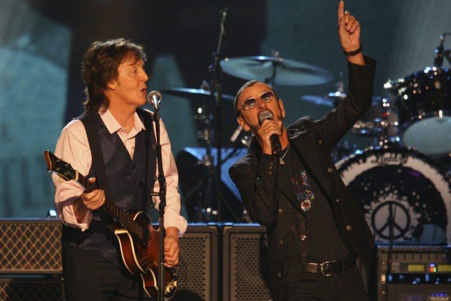 Paul McCartney et Ringo Starr lors du spectacle...