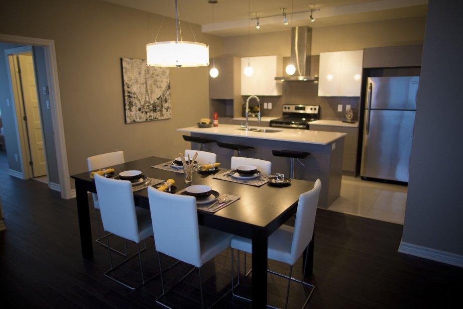 Aux cinq étages inférieurs, les plans de travail en quartz dans la cuisine sont offerts en option. (Photo André Pichette, La Presse)