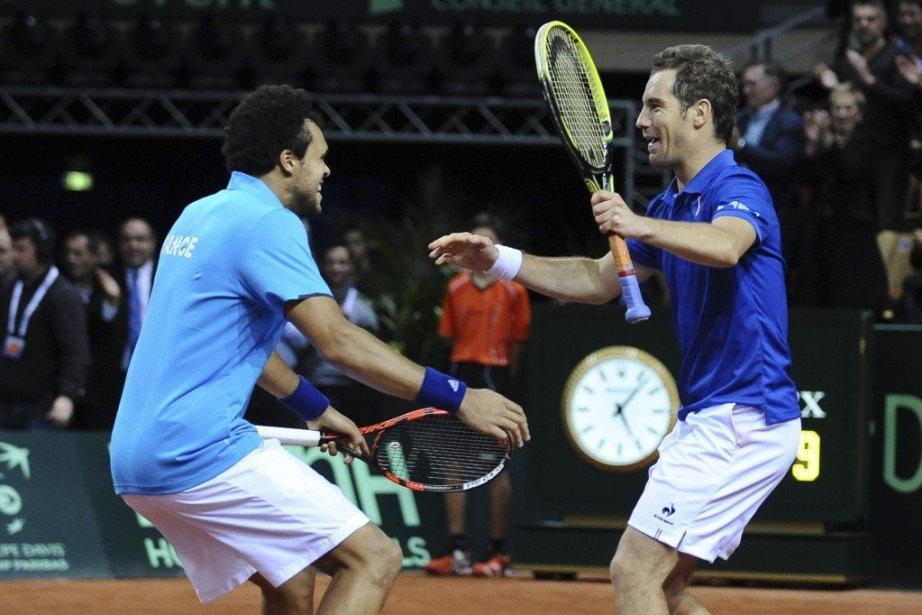 La paire Jo-Wilfried Tsonga/Richard Gasquet a qualifié la... (PHOTO JEAN-SEBASTIEN EVRARD, AFP)
