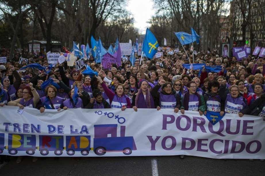 La nouvelle loi du gouvernement espagnol vise à... (Photo Andres Kudacki, AP)