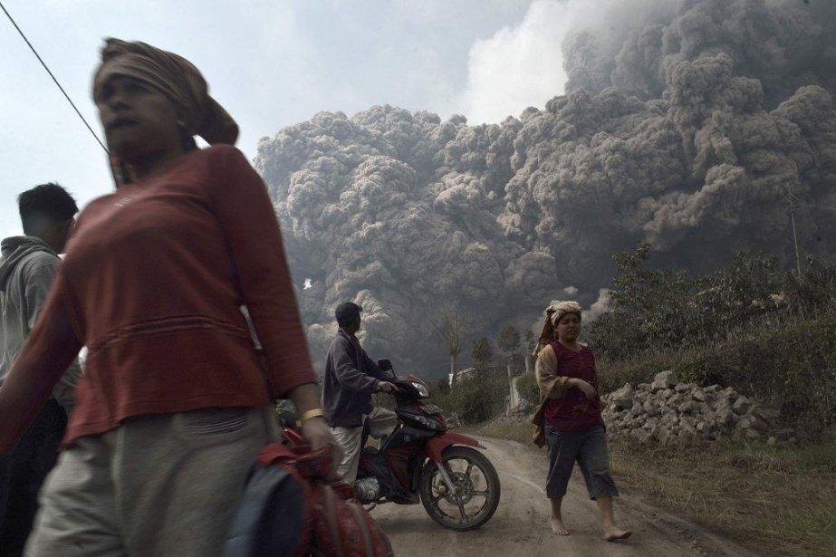 Le volcan Sinabung, relativement calme depuis la mi-janvier,... (Photo Reuters/STRINGER/INDONESIA)
