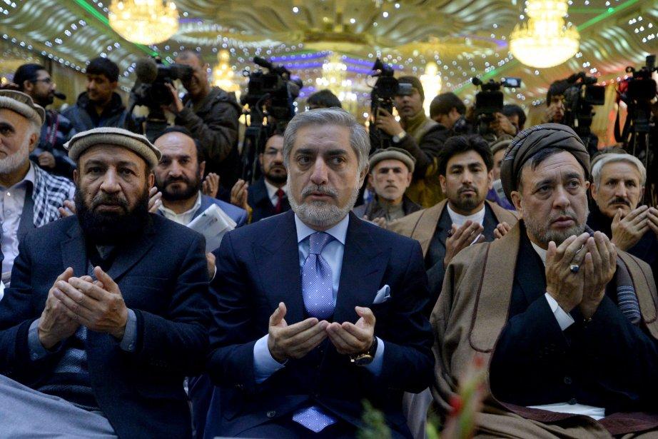 Le candidat Abdullah Abdullah (au centre), est l'un... (Photo WAKIL KOHSAR, AFP)