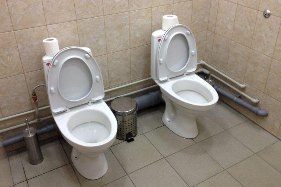 Des toilettes jumelles pour dames ontété repérées pour... (PHOTO ASSOCIATED PRESS)