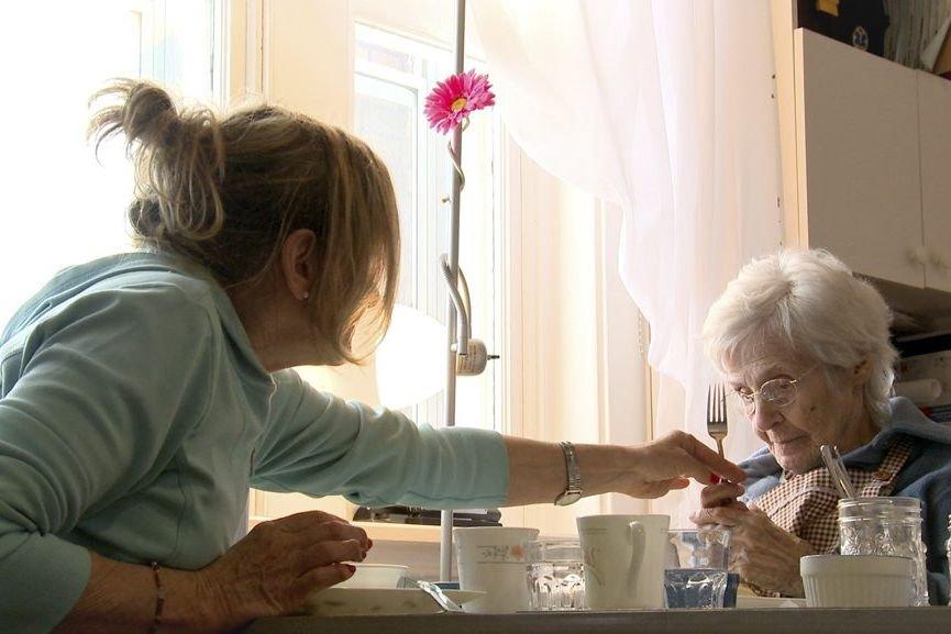 La maladie d'Alzheimer se caractérise par la mort... (Image vidéo)