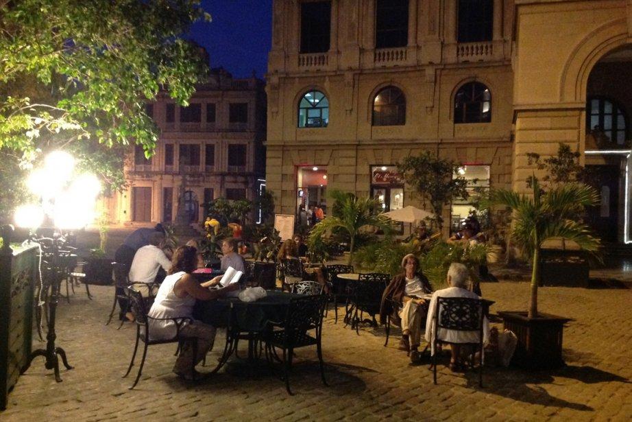 Le soir, les terrasses de La Havane sont très romantiques. (Photo Andrée Lebel, La Presse)