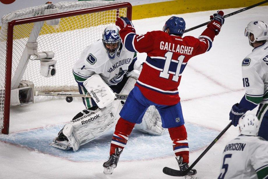 Brendan Gallagher face à Roberto Luongo des  Canucks lors de la première période. (Photo Olivier Pontbriand, La Presse)