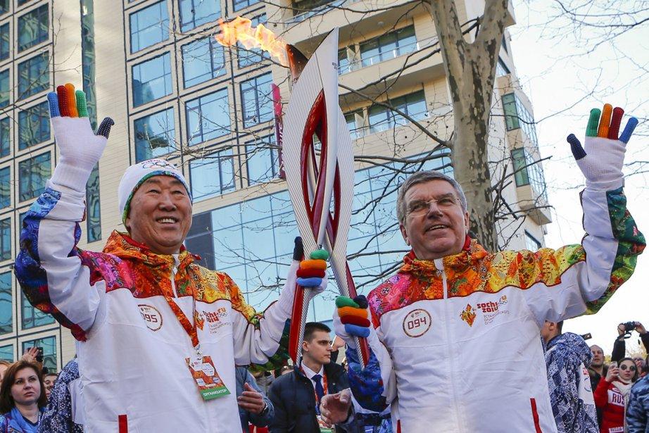 Le président du CIO Thomas Bach (à droite)... (Photo Shamil Zhumatov, AFP)