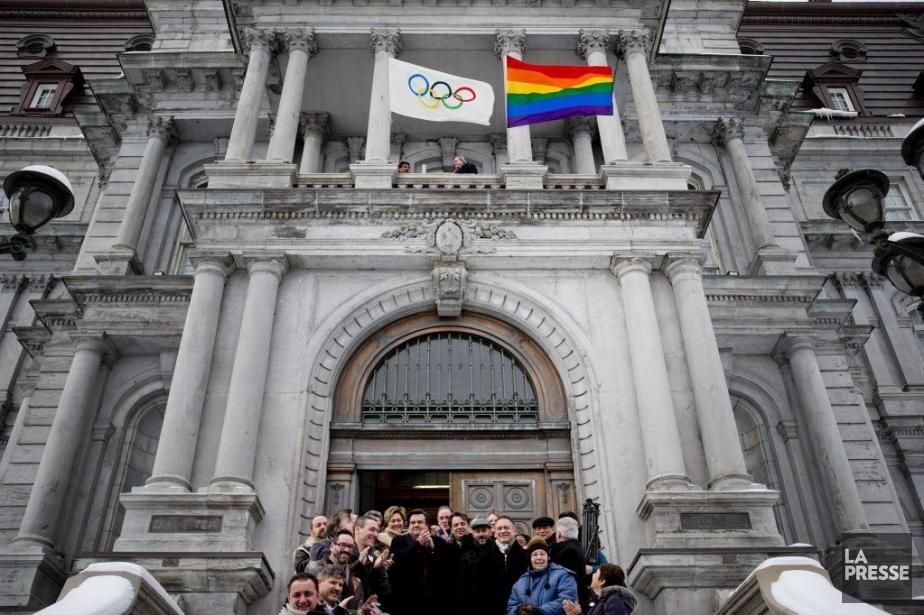 Le maire Coderre devant l'hôtel de ville de... (Photo Marco Campanozzi, La Presse)