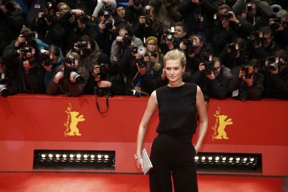Samedi 8 février : La top model allemande Toni Garrn. (PHOTO THOMAS PETER, REUTERS)