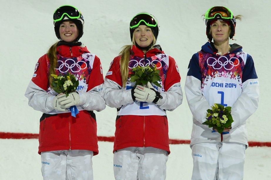 Le podium complet : Chloé Dufour-Lapointe (argent), Justine Dufour-Lapointe (or) et Hannah Kearney (bronze). | 8 février 2014