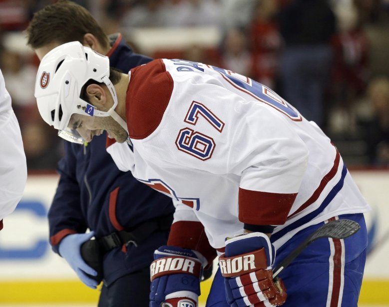 Max Pacioretty quitte la rencontre après être entré en contact le but adverse. (Photo Gerry Broome, AP)