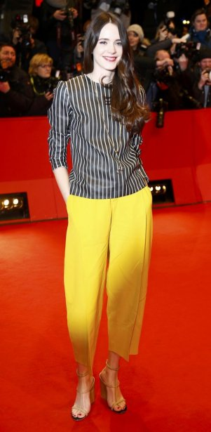 Dimanche 9 février : Stacy Martin sur le tapis rouge de «Nymphomaniac Volume I». (PHOTO TOBIAS SCHWARZ, REUTERS)