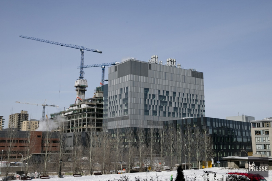 Le nouveau CHUM, en construction à Montréal.... (Photo: David Boily, La Presse)