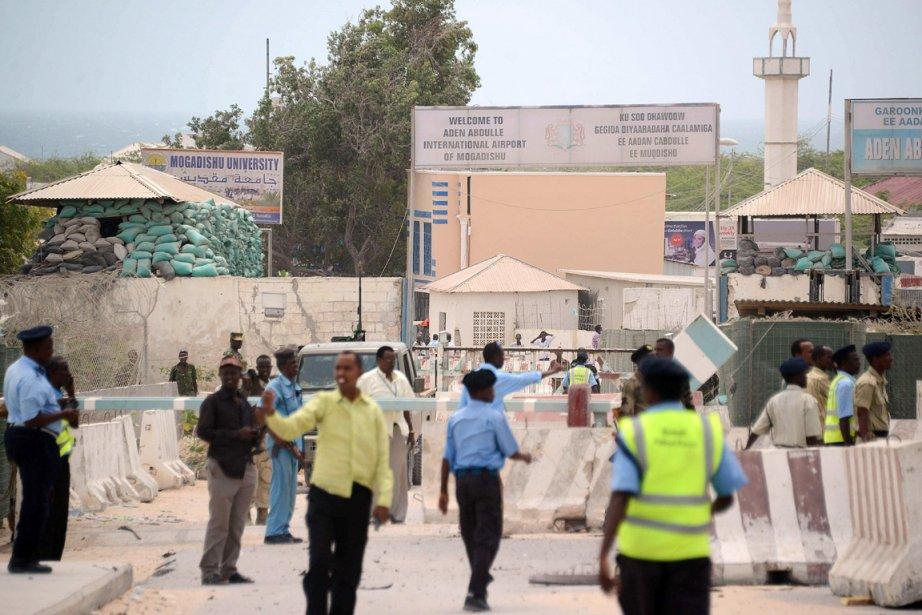 Au moins six personnes ont été tuées et... (PHOTO MOHAMED ABDIWAHAB, AFP)